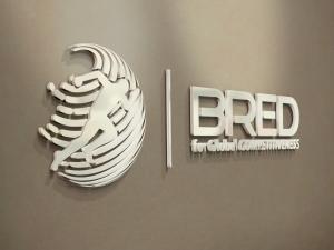 Bred - horizontal logo 3D wall